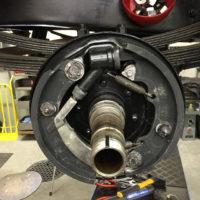Hintere Bremse hat sehr spezielle Bremszylinder